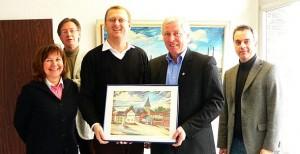 Bürgermeister Rainer Eßkuchen und Oliver Kaczmarek mit dem Bönener Verwaltungsvorstand