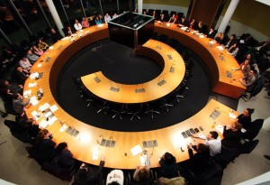 Eine Sitzung der Stipendiaten im Deutschen Bundestag