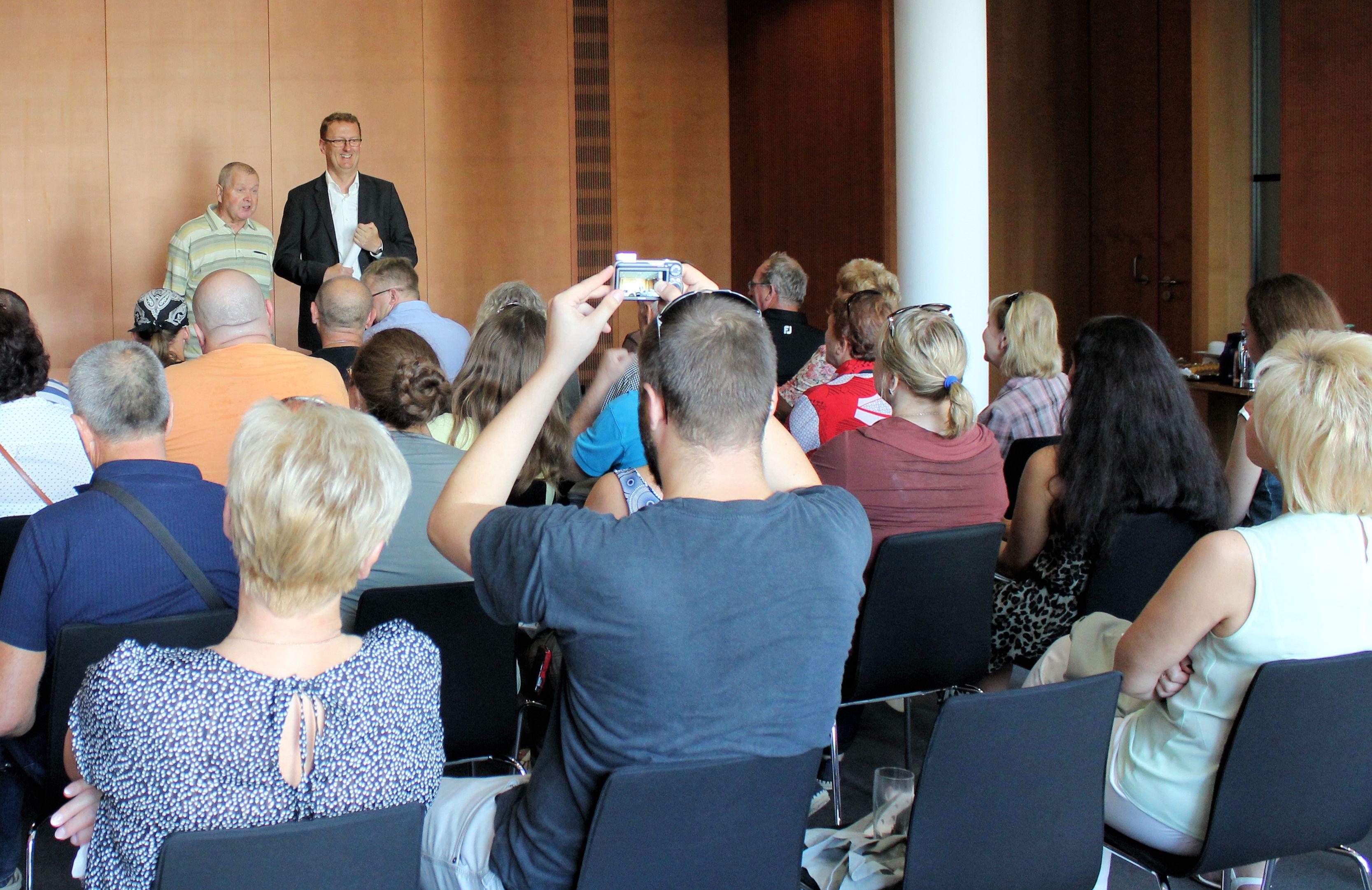 Belarussische Gartenfreunde im Gespräch mit Oliver Kaczmarek.
