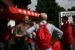 Gespräch am SPD-Schirm