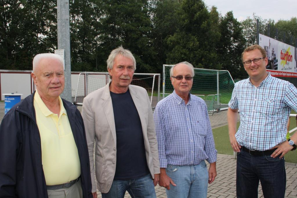 v.li. Franz Kampmann (Ehrenpräsident), Paul Raupach (Ratsmitglied), Heinrich Kampmann (Vorsitzender), Oliver Kaczmarek (Mitglied des Bundestages)